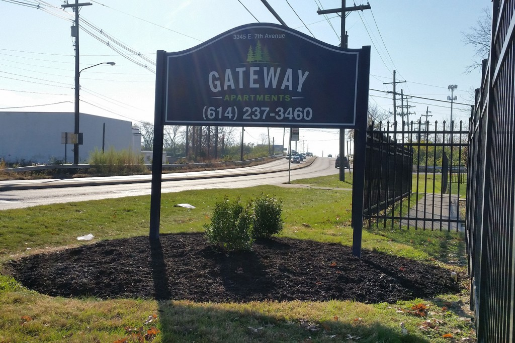Gateway Apartments_exterior-sign