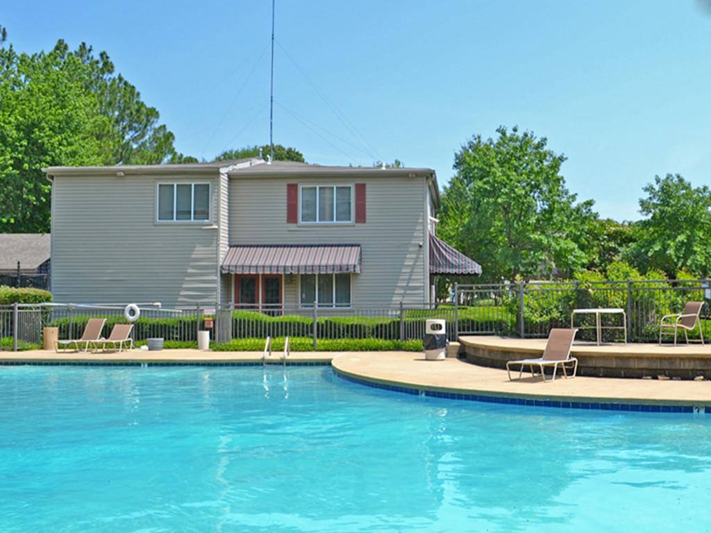 Mill Creek Apartments_pool